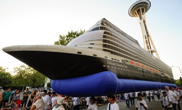 Holland America at Alaska Airlines Seafair Torchlight Parade